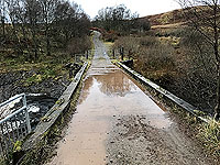 To Carn Labhruinn. Small bridge before the tarred road