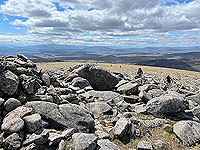 Gallus Running  : Rubble and rocks on the top